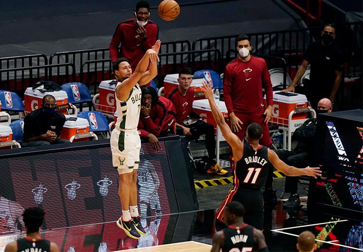 Los Bucks le dieron una paliza al Heat y rompieron récord de triples