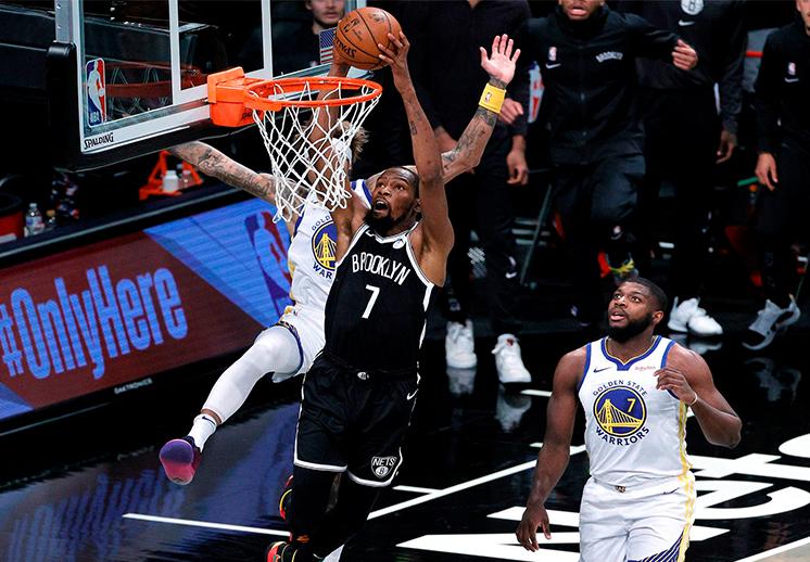 Kevin Durant y los Nets iniciaron con un triunfo frente a los Warriors