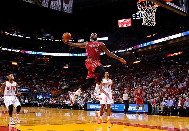 La NBA celebra el cumpleaños de LeBron James con sus mejores clavadas