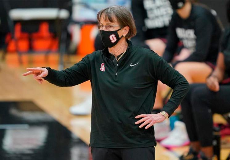 Tara VanDerveer se convierte en la coach con más victorias en la NCAA femenil