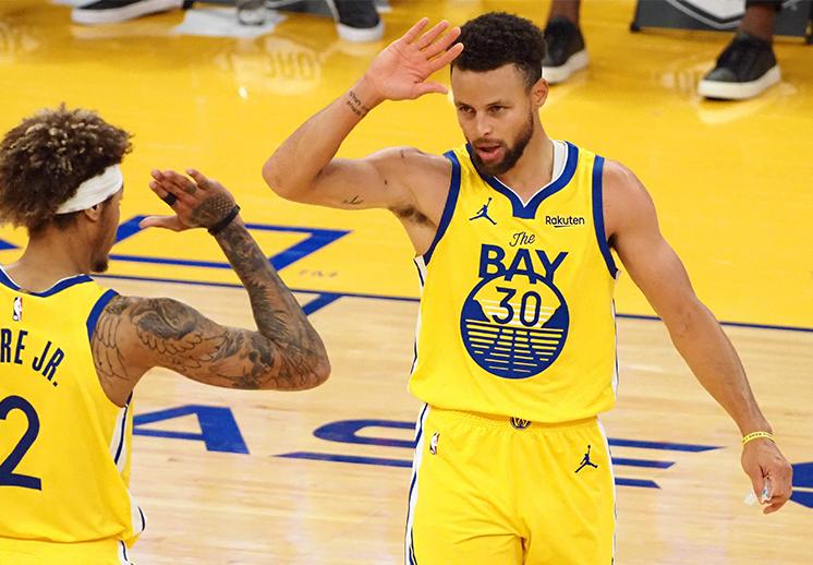 Stephen Curry estuvo encendido y anotó 62 puntos en el triunfo de Golden State
