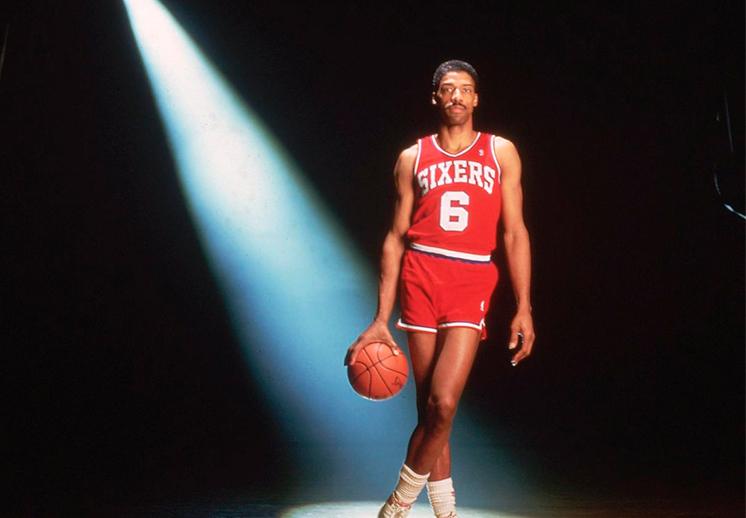 La famosa clavada de Dr. J frente a los Lakers de Los Angeles