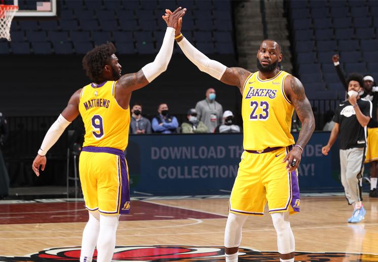Los Lakers con un triunfo sufrido frente a los Grizzlies