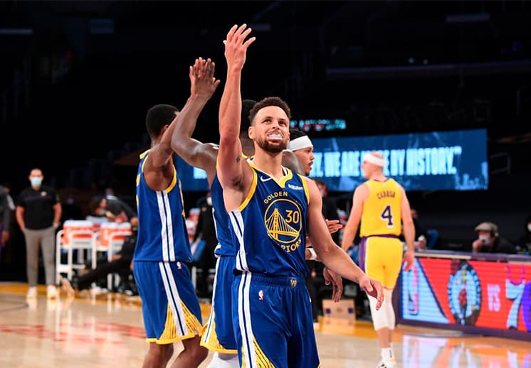 Curry y los Warriors le dieron la vuelta a los Lakers