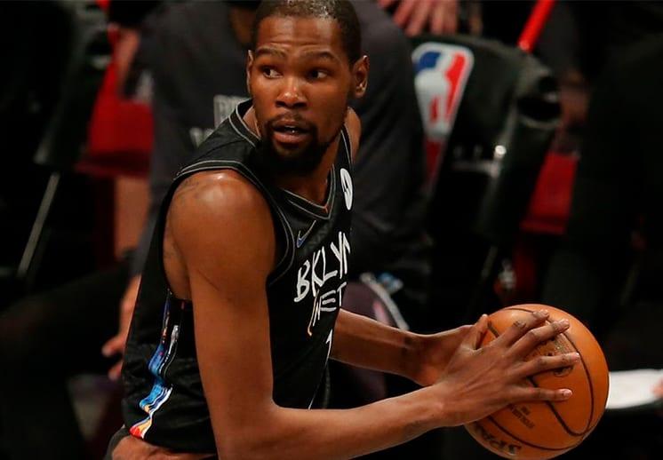 Una noche extraña para Kevin Durant