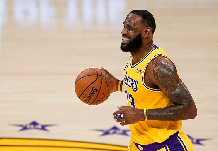 LeBron James se vistió de héroe en el triunfo de los Lakers sobre los Pistons