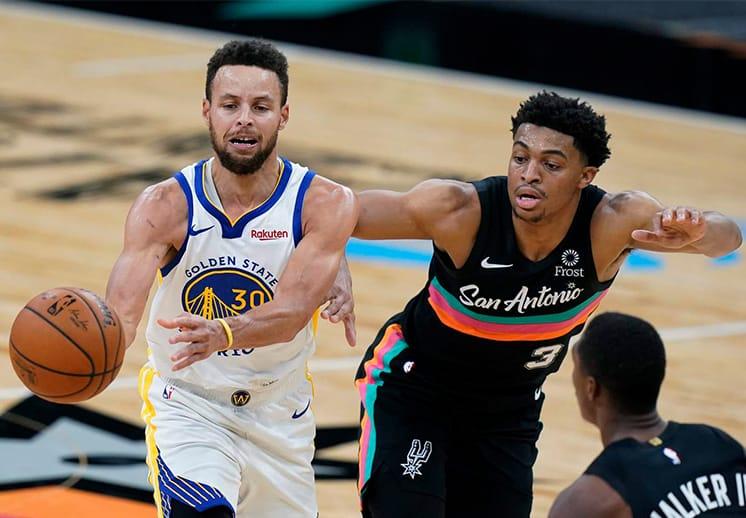 Stephen Curry brilló y los Warrriors vencieron a los Spurs