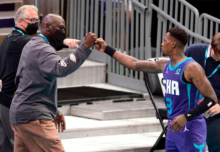 Michael Jordan regresó a la duela para ver triunfar a sus Hornets