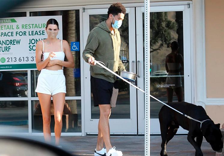 Devin Booker y Kendall Jenner echando la reta