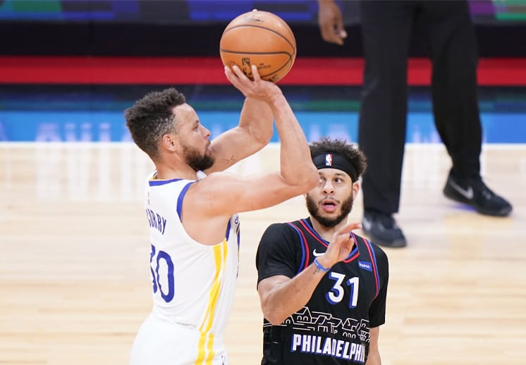 Stephen Curry dicta cátedra en Philly