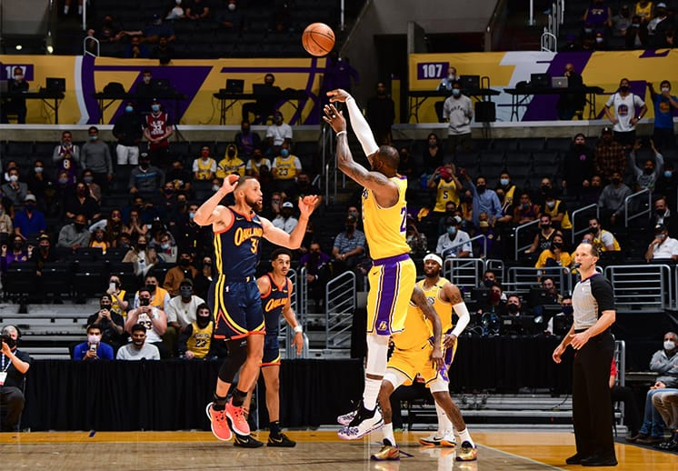 Con heroica actuación de LeBron James Lakers derrotó a Warriors
