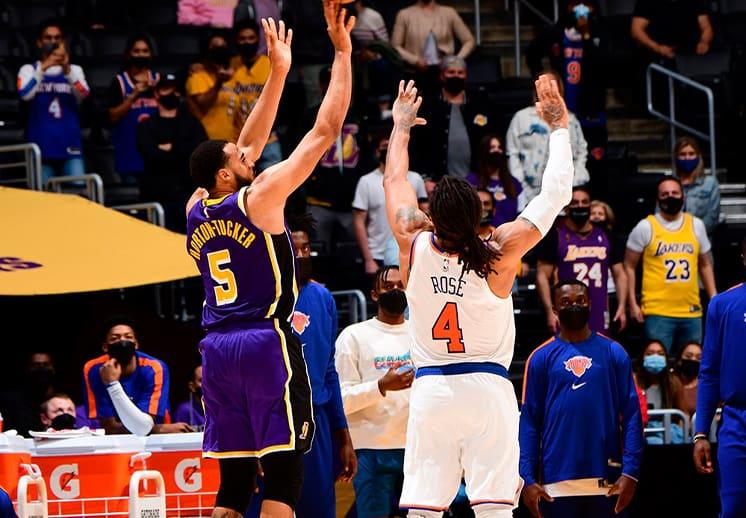 En tiempo extra, los Lakers le robaron la victoria a los Knicks