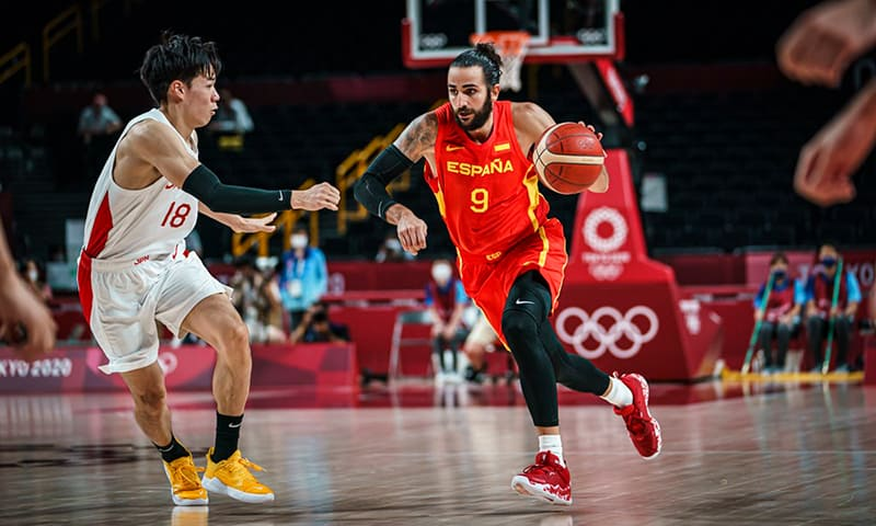 La derrota del Team USA y el debut de Luka destacan en el primer día del basquetbol varonil en Tokio 1