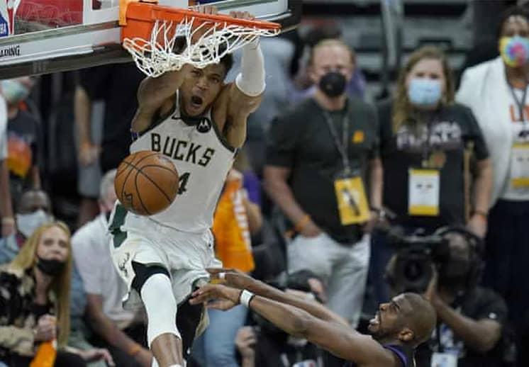 Giannis y Holiday ponen a los Bucks a una victoria del campeonato