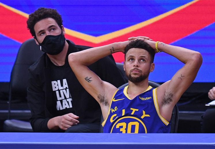 Las estrellas de los Warriors buscan refuerzos