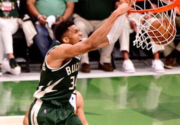 Un espectacular Giannis acerca a los Bucks en las Finales de la NBA