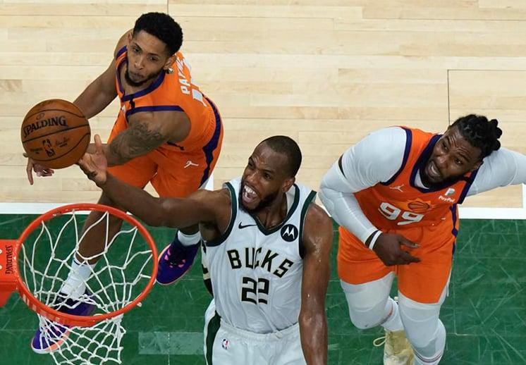 Khris Middleton llevó a los Bucks a la victoria y las Finales de la NBA están empatadas