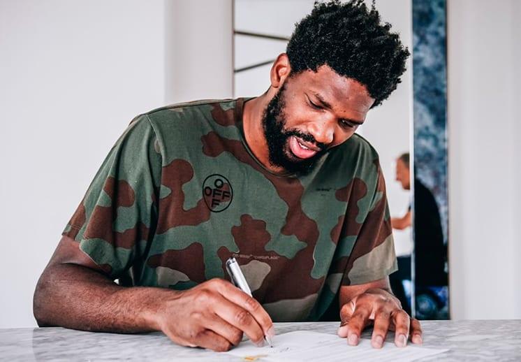 Joel Embiid también firma millonaria extensión de contrato con los Sixers