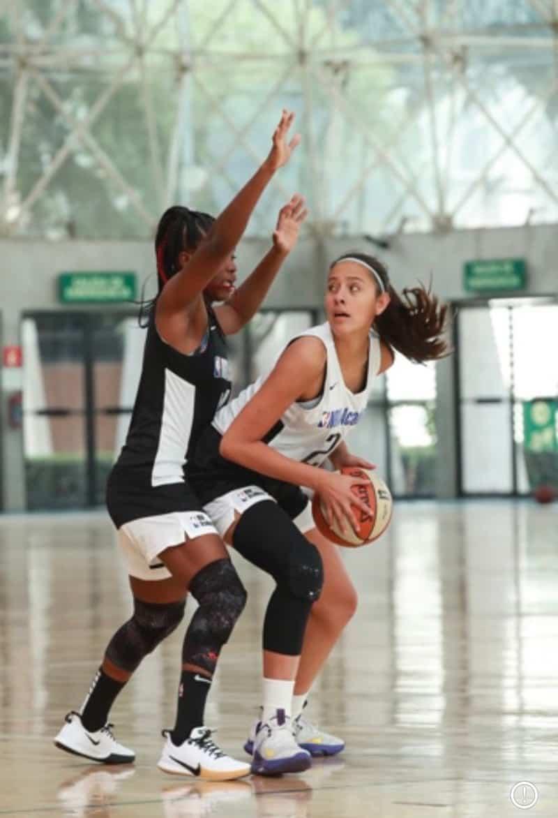 Regina Yáñez representando a México en NBA Academy Women's 1