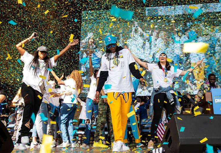 Las campeonas de la WNBA celebraron en las calles de Chicago