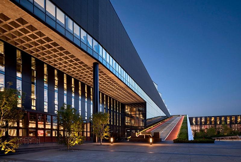 Presentan el nuevo Centro de Innovación LeBron James 4