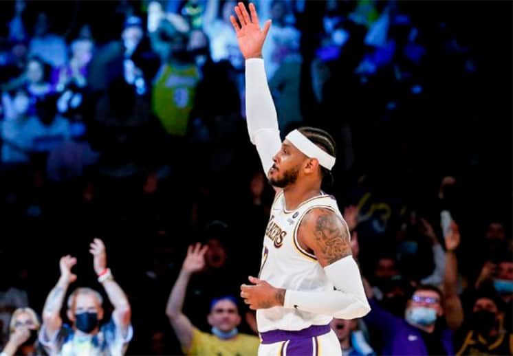 Carmelo Anthony hace historia y guía el primer triunfo de Lakers