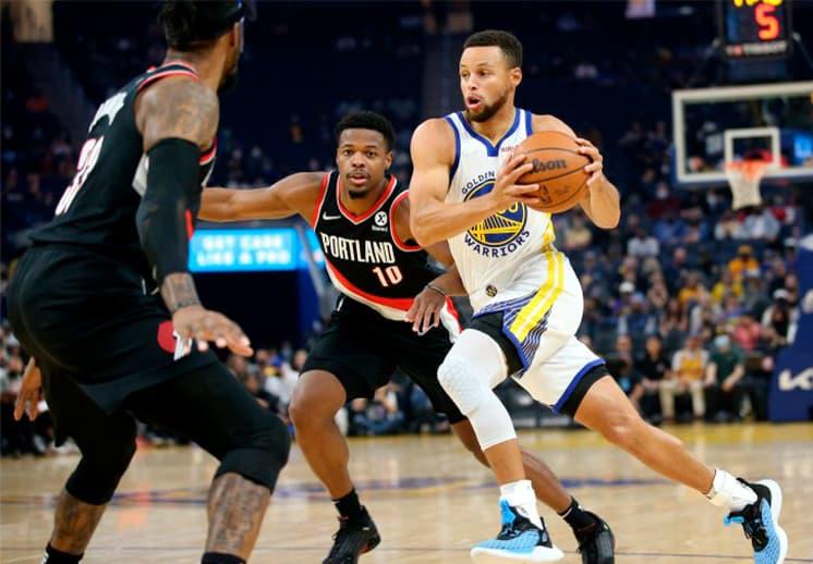 Con Stephen Curry encendido, los Warriors terminan invictos la pretemporada en la NBA
